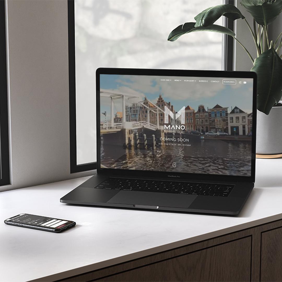 LaptopMockup-made-marketing-portfolio-mano